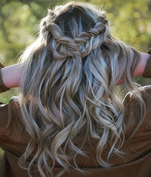 "1,914 Me gusta, 15 comentarios - 🎀 Your Braids 🎀 (@yourbraids) en Instagram: ""Beautiful crown and beautiful curls 👩🏼👑"""