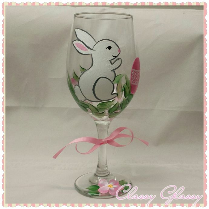 easter bunny hand painted wine glass easter bunny bunny and wine. Black Bedroom Furniture Sets. Home Design Ideas