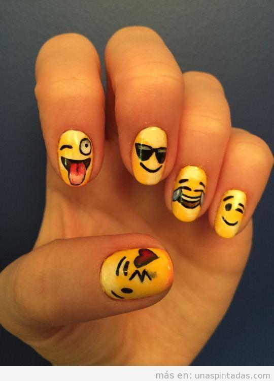 Entra Y Aprende A Dibujar Emoticonos En Tus Unas Inspirate En Los Mas De 10 Disenos De Que Proponemos Para Tener Unas Unas Unas De Emojis Unas Pintadas Unas