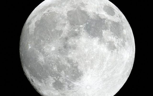 Alcuni Miti Spiegati (o Sfatati) Sulla Luna La luna, così romantica ed affascinante. Ma anche carica di misteri e di miti, alcuni decisamente bizzarri e non corrispondenti al vero. Infatti in questo articolo vogliamo spiegarvi qualche mito e s #luna #mitidasfatare #credenze