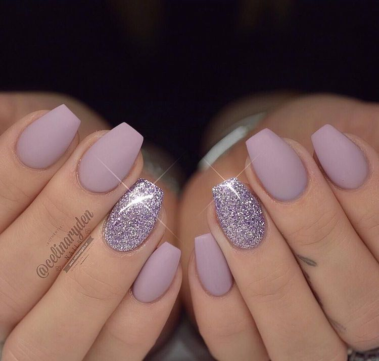 ongles ballerine courts mauve mat accent nail paillettes nails art