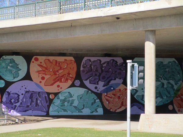 """Satu Ylävaara Twitterissä: """"Miksei #lähiö #betoni ole pinkki, turkoosi tai malva? #katutaide #streetart #matchingcolors https://t.co/czE8TAueMz https://t.co/W3o22QC4fT"""""""