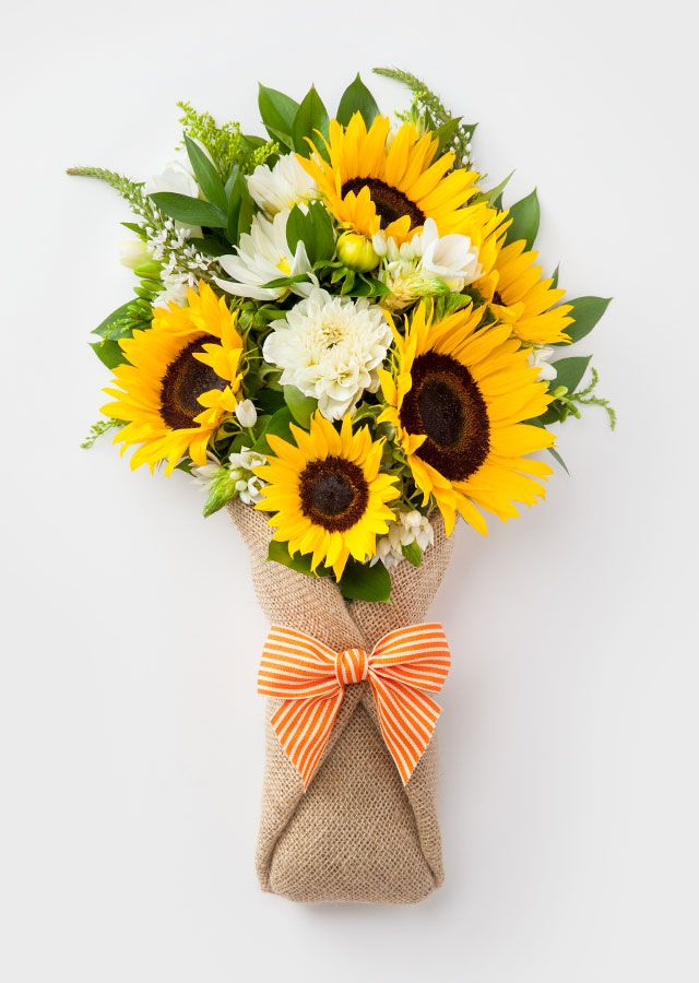 Bloomthat Awesome Flowers Starting At 35 And Delivered In 90 Minutes Bay A Con Imagenes Arreglos Florales De Girasol Arreglos Florales Tulipanes Ramos De Flores Hermosas