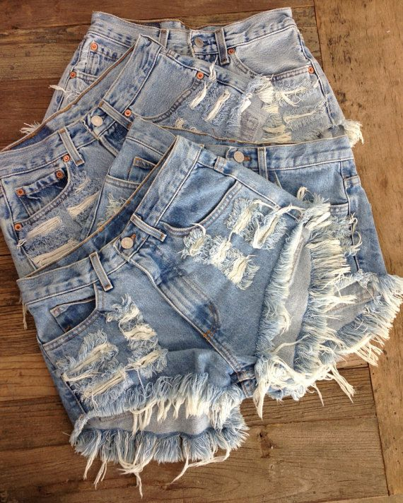 Levis 550 High Waisted Distressed Denim Shorts 27