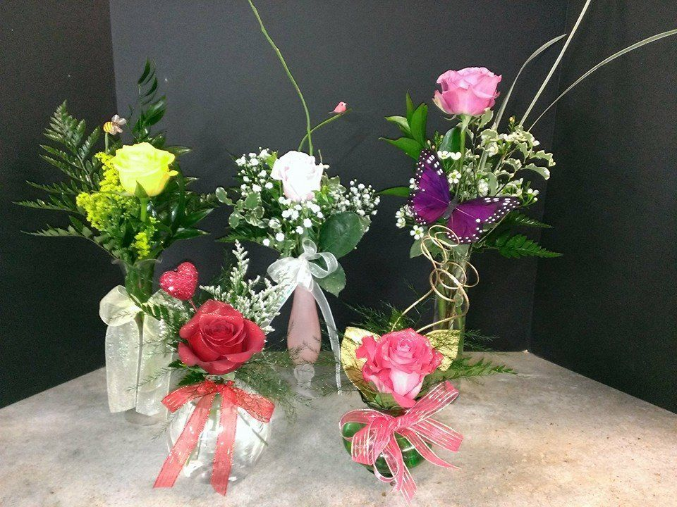 Unique Single Roses Send Different Single Rose Bud Vases To Everyone