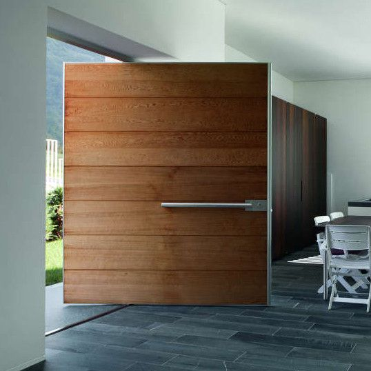 Puertas oikos puertas acorazadas pivotantes y de dise o for Disenos de puertas de aluminio