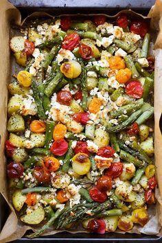Photo of Ofenkartoffeln mit grünem Spargel, Tomaten und Feta