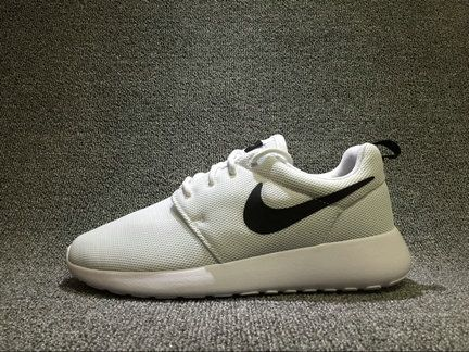 Nike Roshe Run Shop with Confidence Nike ROSHERUN One White Black Blanc  Noir 844994-101