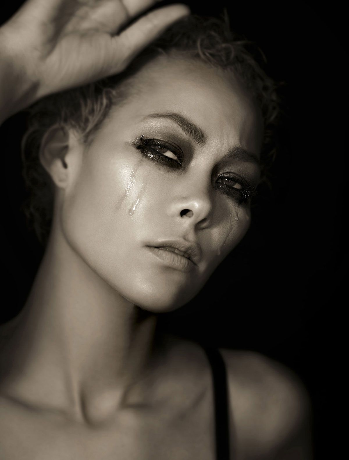 Jade cole emotional black and white beauty shoot photo by tyra banks cycle 6
