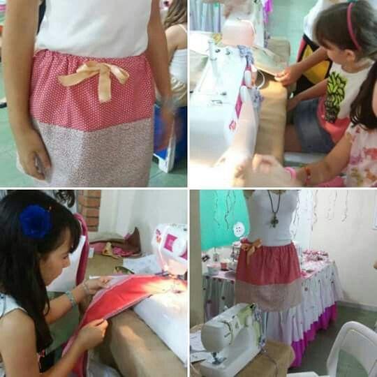 Oficina de costura com bijuteria - as crianças costuraram a própria saia e desfilaram no final #oficinasparacrianças #oficinadecostura #oficinadebijuteria