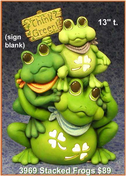 Four leaf clover frog ceramic