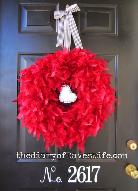Why do I love feather wreaths sooo much??? ;)
