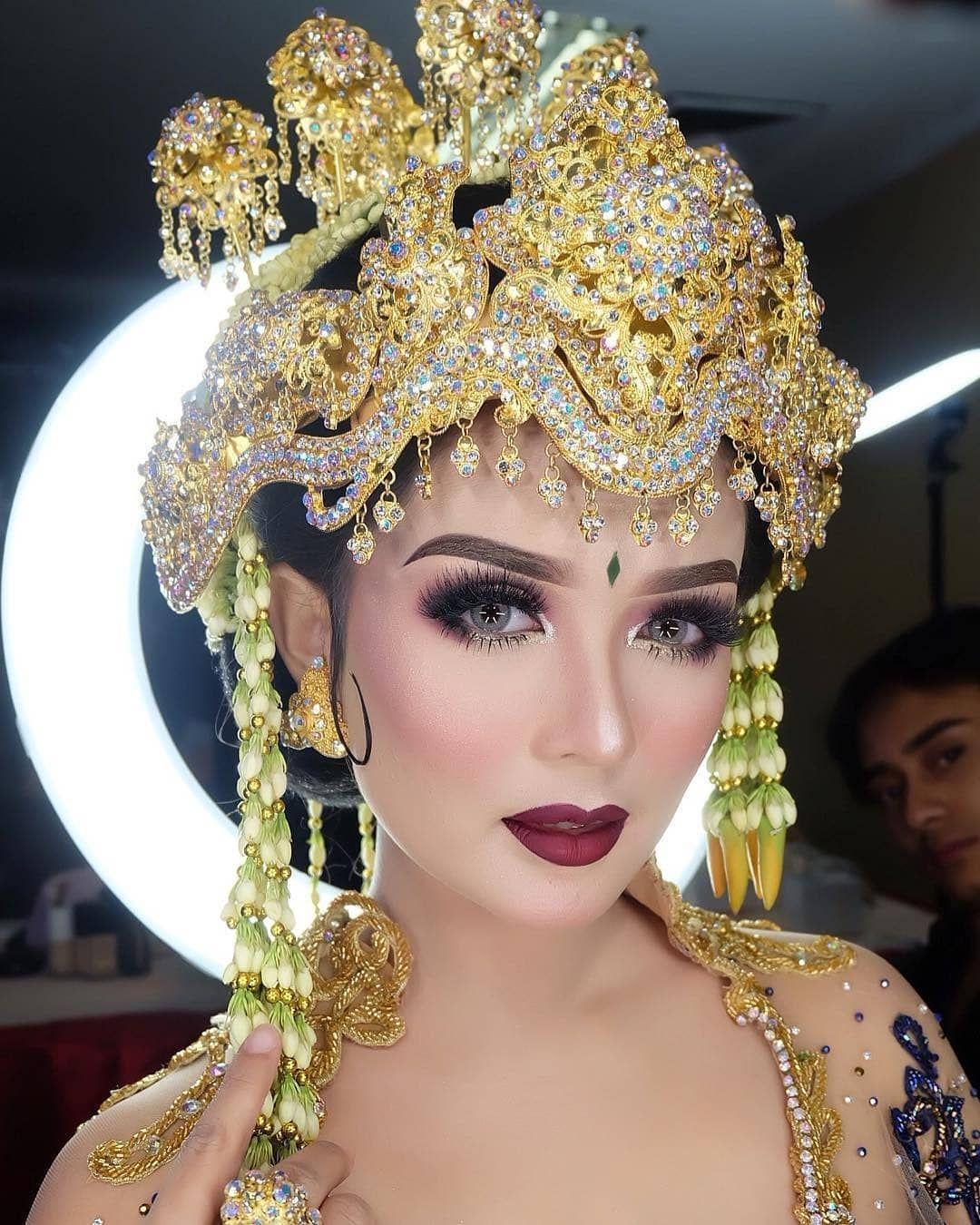 Beautiful Sunda Siger make up from adi_rustana Wedding