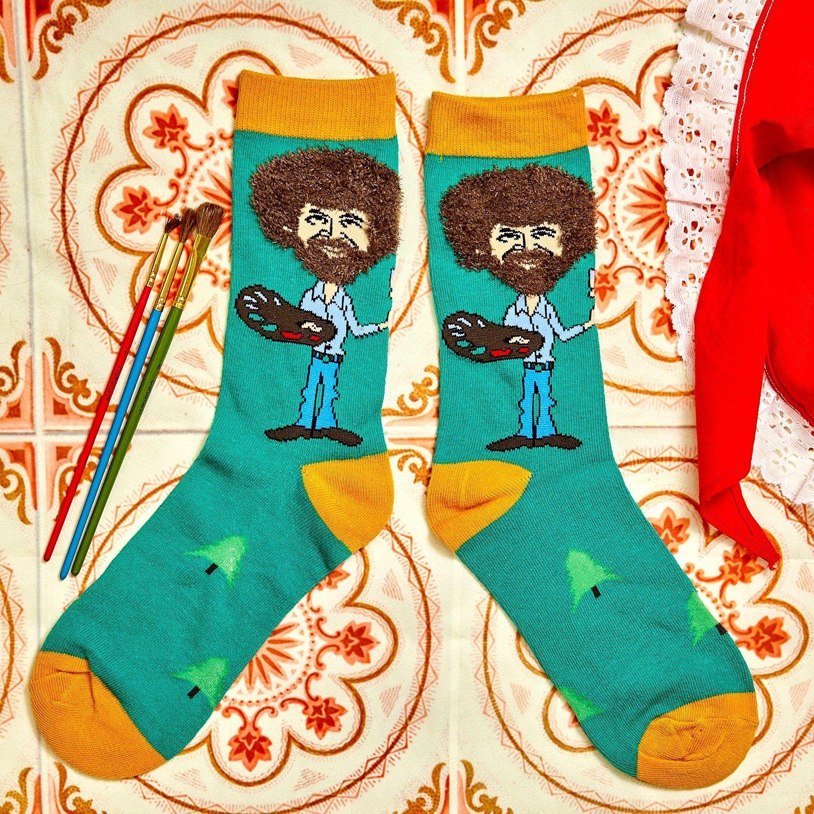 Das Wohl Schonste Detail An Diesen Bob Ross Socken Ist Die Frisur Neben Der Obligatorischen Farbpalette Ver Bob Ross Angled Bob Hairstyles Short Textured Bob