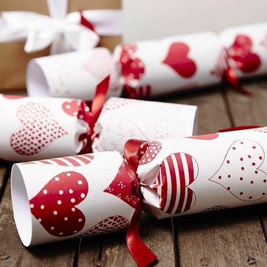 Red Heart White Christmas Crackers Uk 2013