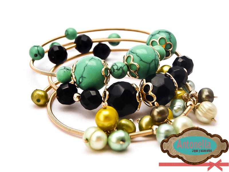 Pulseras de oro laminado en colores: Aguamarina, cristal facetado negro y perlas cultivadas en diferentes tonalidades de verdes.  #bracelets