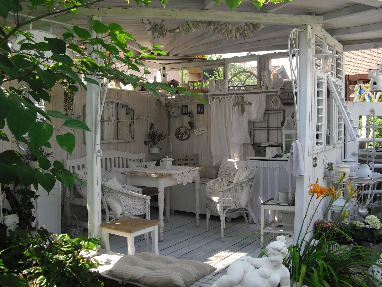 gartenhaus perfect tea house for the back yard pergola. Black Bedroom Furniture Sets. Home Design Ideas