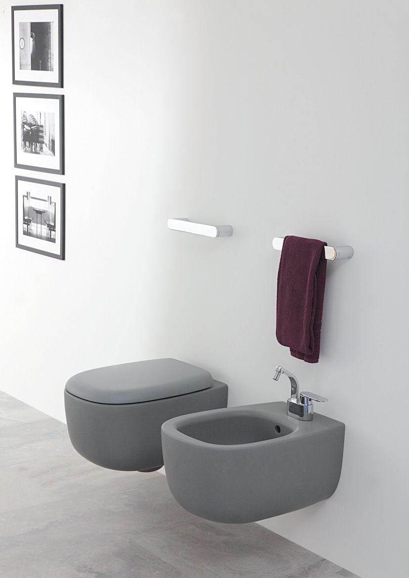 Badkamer in grijstinten? Dan natuurlijk geen wit toilet! | Toilet ...