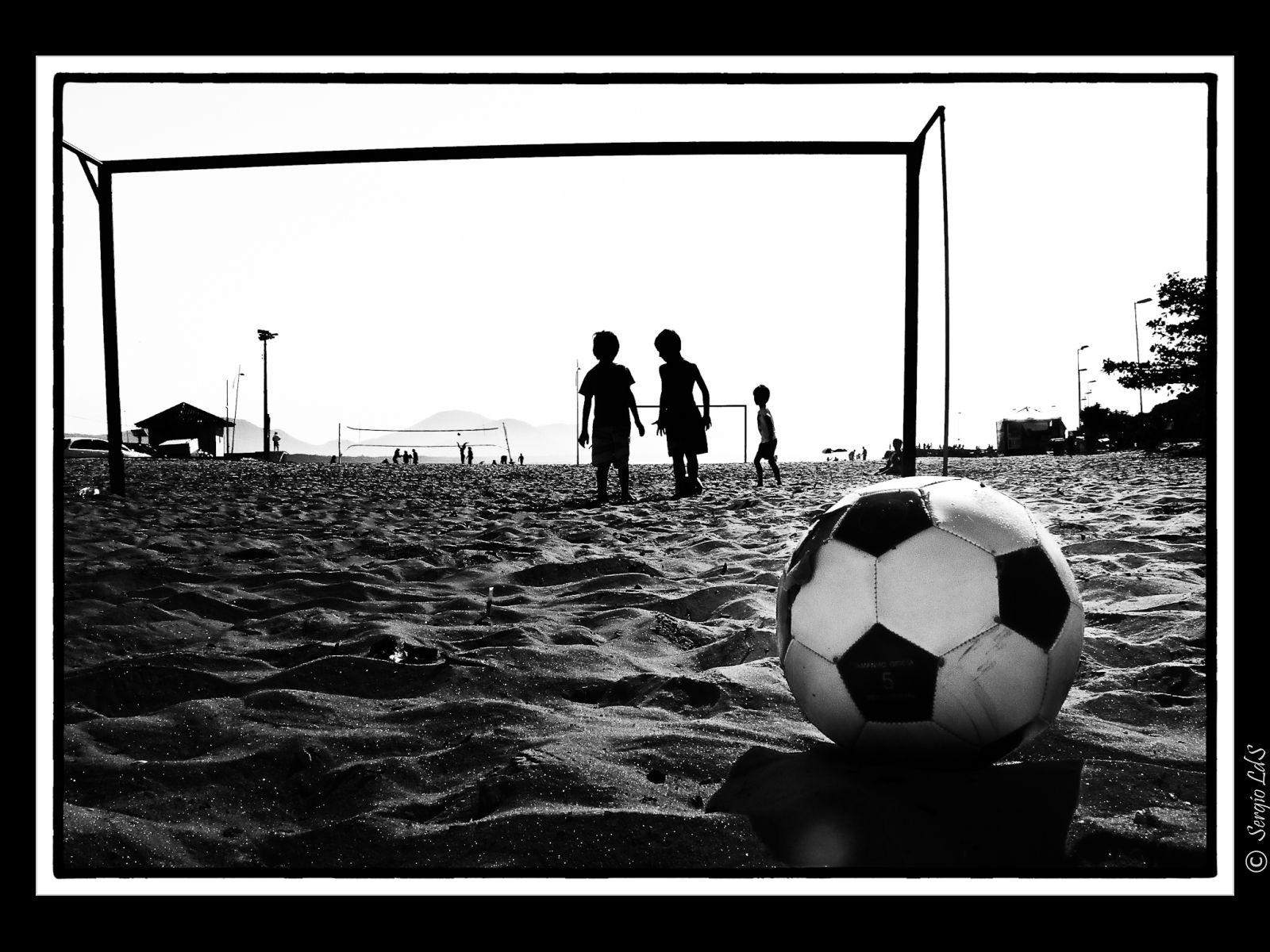 Futebol Na Ilha Com Imagens Futebol Loucos Por Futebol Esportes