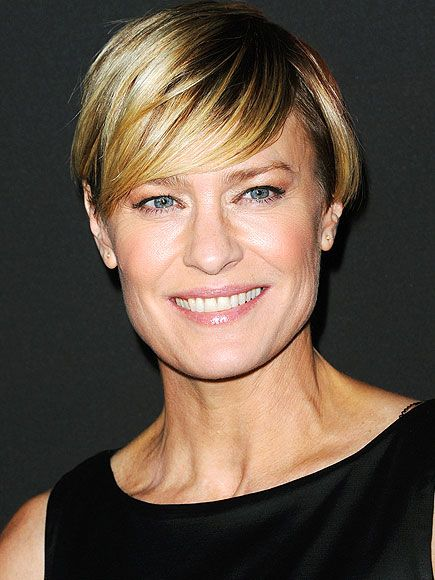 Robin Wright Nominated For Successfully A Payrise Equal To Her Co Star In House Of Cards It Was A Perf Kurzhaarschnitt Frisur Gesichtsform Haarschnitt Ideen