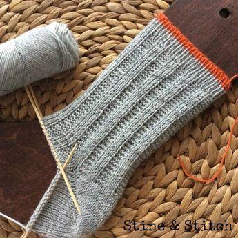 Socken Mit Rechts Links Rippen Muster Mit Rechtslinks Rippenmuster Socken In 2020 Patterned Socks Crochet Pullover Pattern Knitting Patterns