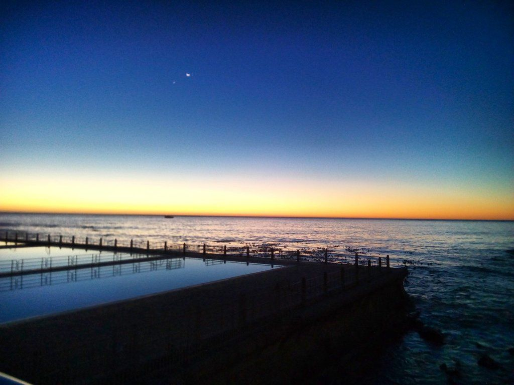 "James Costello on Twitter: ""#SeaPoint #sunset/#moon/#sea/#pools/#beach/#Venus and #waves....you're welcome!  #travel https://t.co/gHDpR8imLI"