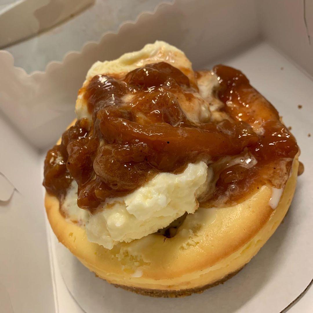 #peachcobblercheesecake #cincinnati #cheesecake #desertporn #peaches #cobbler #desert #bakery #dayton #peach #food #ohio #...Peach cobbler cheesecake  Peach cobbler cheesecake #peachcobblercheesecake