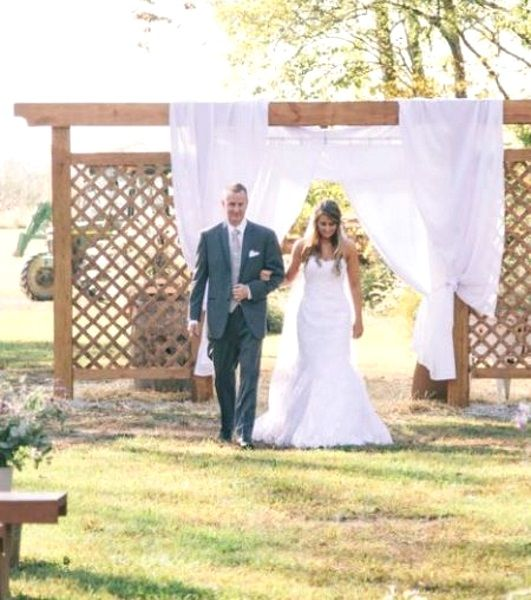 Another simple entrance idea for outdoor weddings garden wedding another simple entrance idea for outdoor weddings garden wedding decorationsgarden junglespirit Image collections
