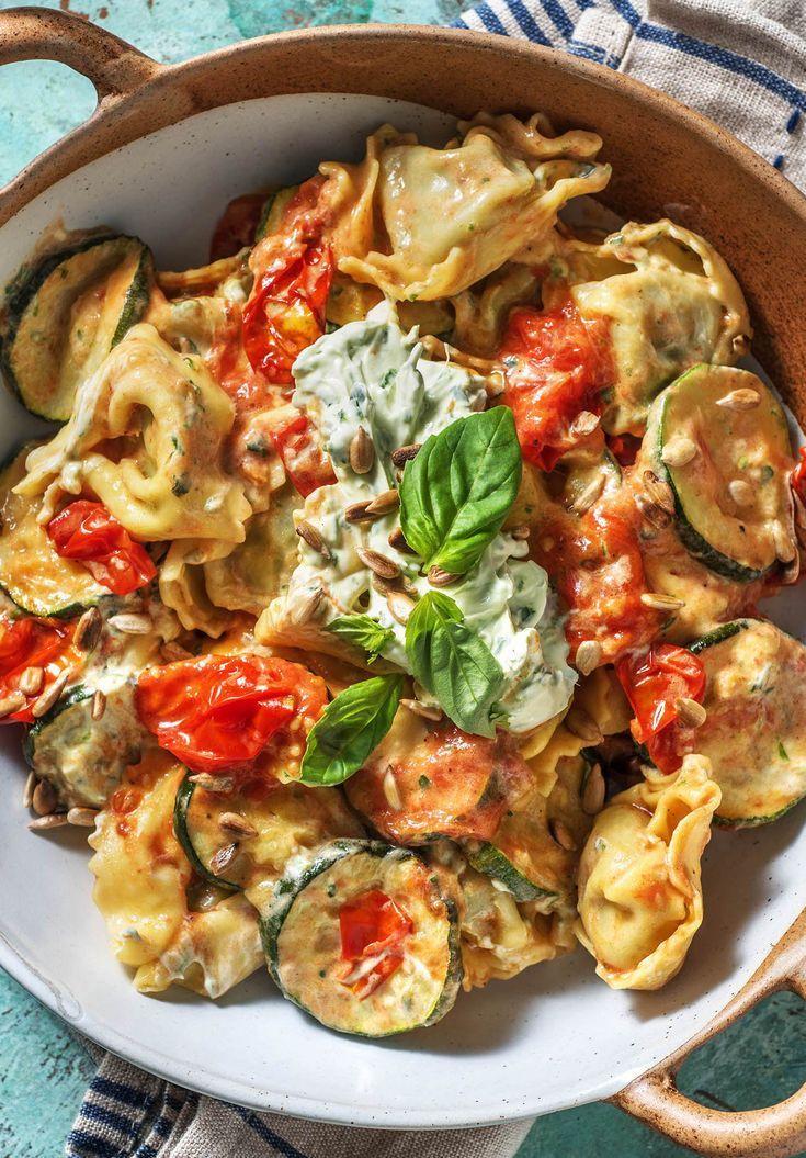 Rezept für: Tortellini mit Ricotta Füllung Zucchini, Kirschtomaten und Kräuterfrischkäse Tortellini / Pasta / Nudeln / Italienisch / Mediterran / Kochen / Essen / Ernährung / Lecker / Kochbox / Zutaten / Gesund / Schnell / Abendessen / Mittagessen / Frühling #pasta #tortellini #ricotta #pastapfanne #italienisch #vegetarisch #hellofreshde #kochen #essen #abendessen #mittagessen #zutaten #diy #richtiglecker #familie#rezept #kochbox #ernährung #lecker #gesund #leicht #schnell #einfach #frühling