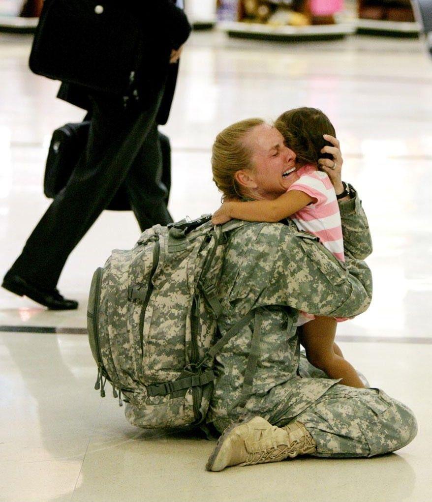 Terri Gurrola vuelve a estar con su hija después de estar 7 meses sirviendo en Irak