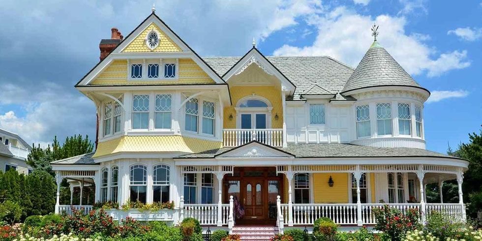 This Victorian Beach House Breaks All The Rules With Pattern Victorian Homes Beach House Interior House Beautiful Magazine
