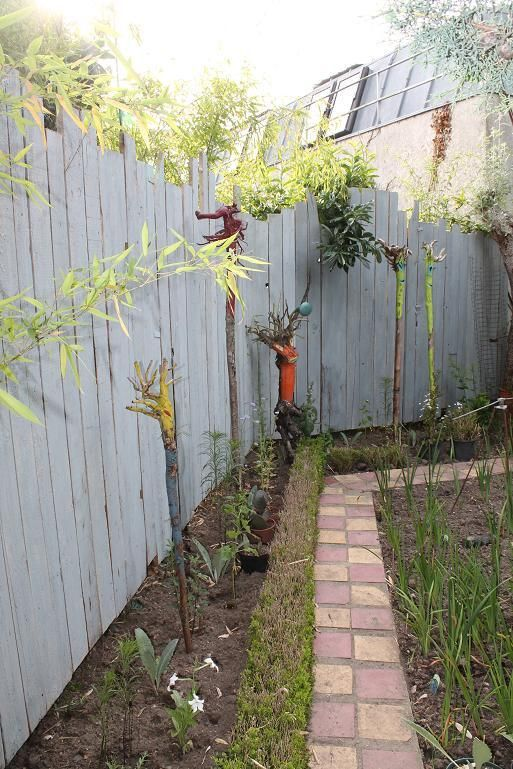 Réaliser une clôture de séparation avec du bois de coffrage