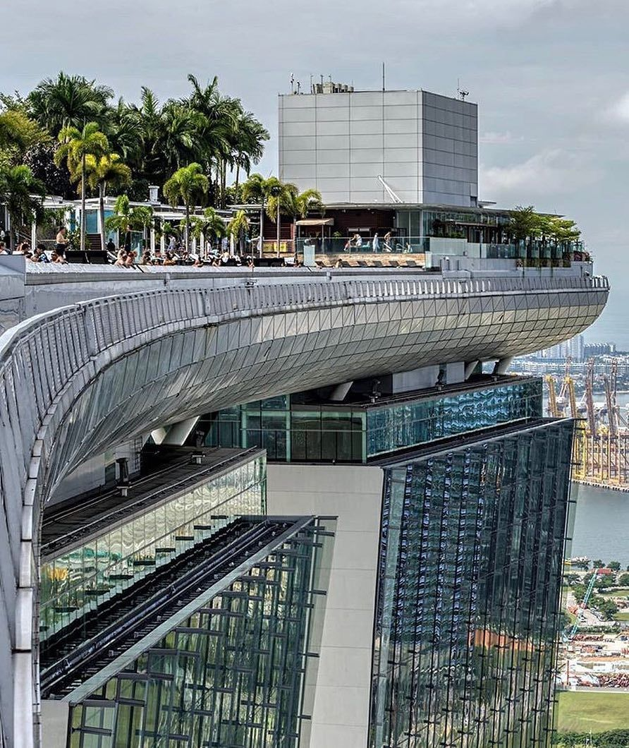 Best Rooftop Bars On Instagram Unique Angle From The Rooftop Pool At Marina Bay Sands In Singapore Best Rooftop Bars Skyscraper Architecture Marina Bay Sands