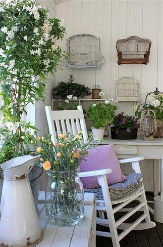 Use This Porch As My Guide Hang Things On Wall Put Plants On Table Rustic White Pitcher Clear Va Shabby Chic Garten Veranda Dekoration Landhaus Dekoration