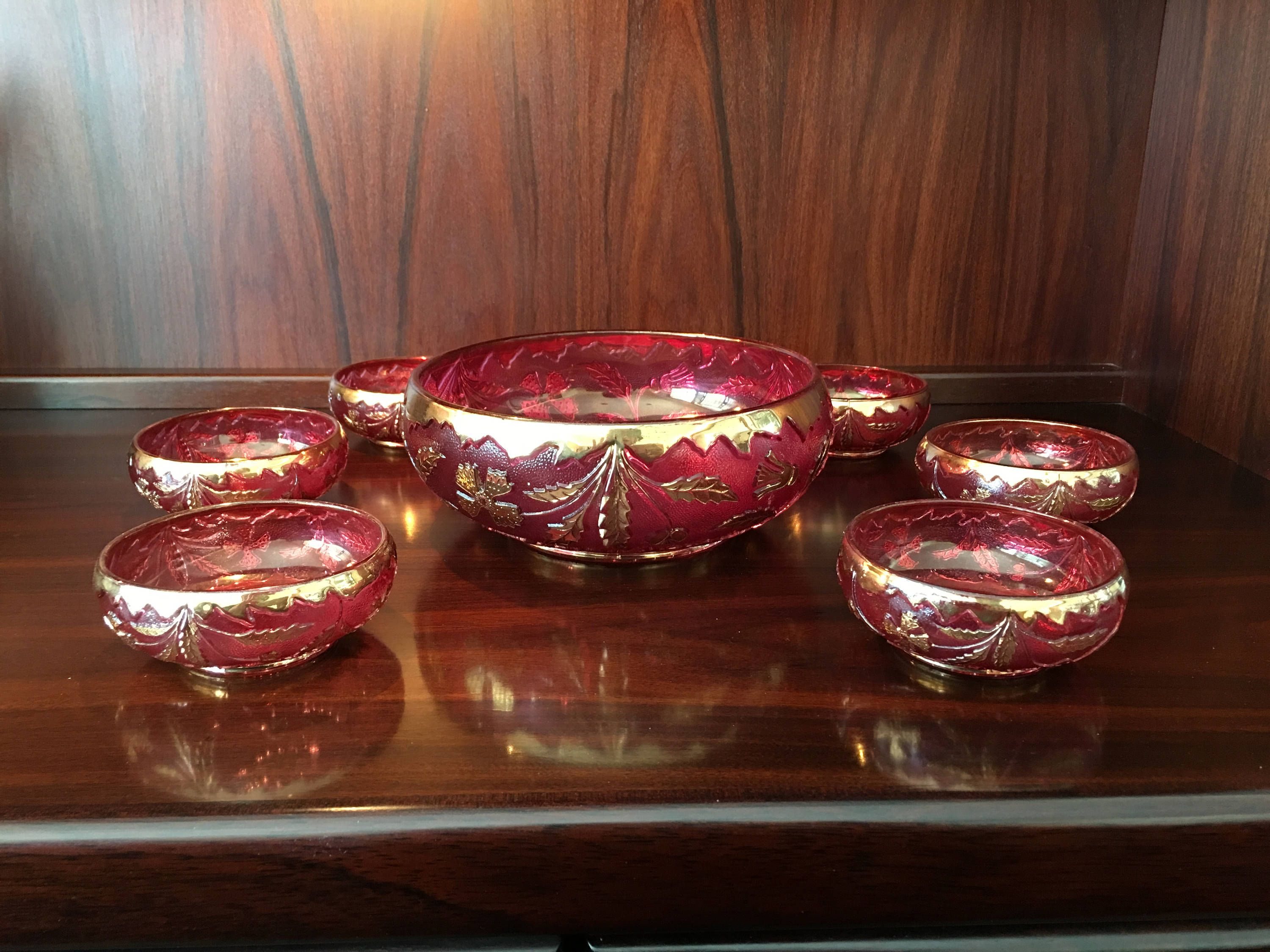 Gorgeous Delaware Ruby Stain Antique Pressed Glass Berry Bowl Etsy Berry Bowl Bowl Set Antique Glass