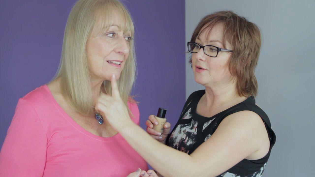 Wie Man Makeup Fur Altere Frauen Wahlt Was Man Am Makeup Counter