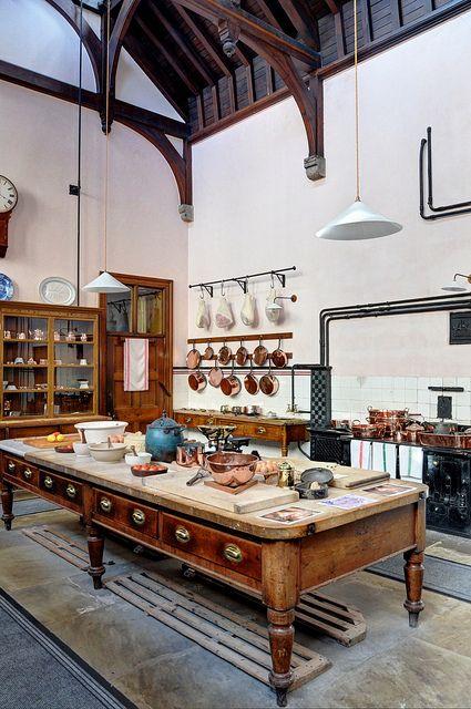 The kitchens, Lanhydrock House   Cocinas, Interiores y Mesa cocina