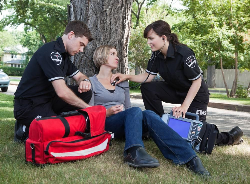How to become a paramedic? Help.?