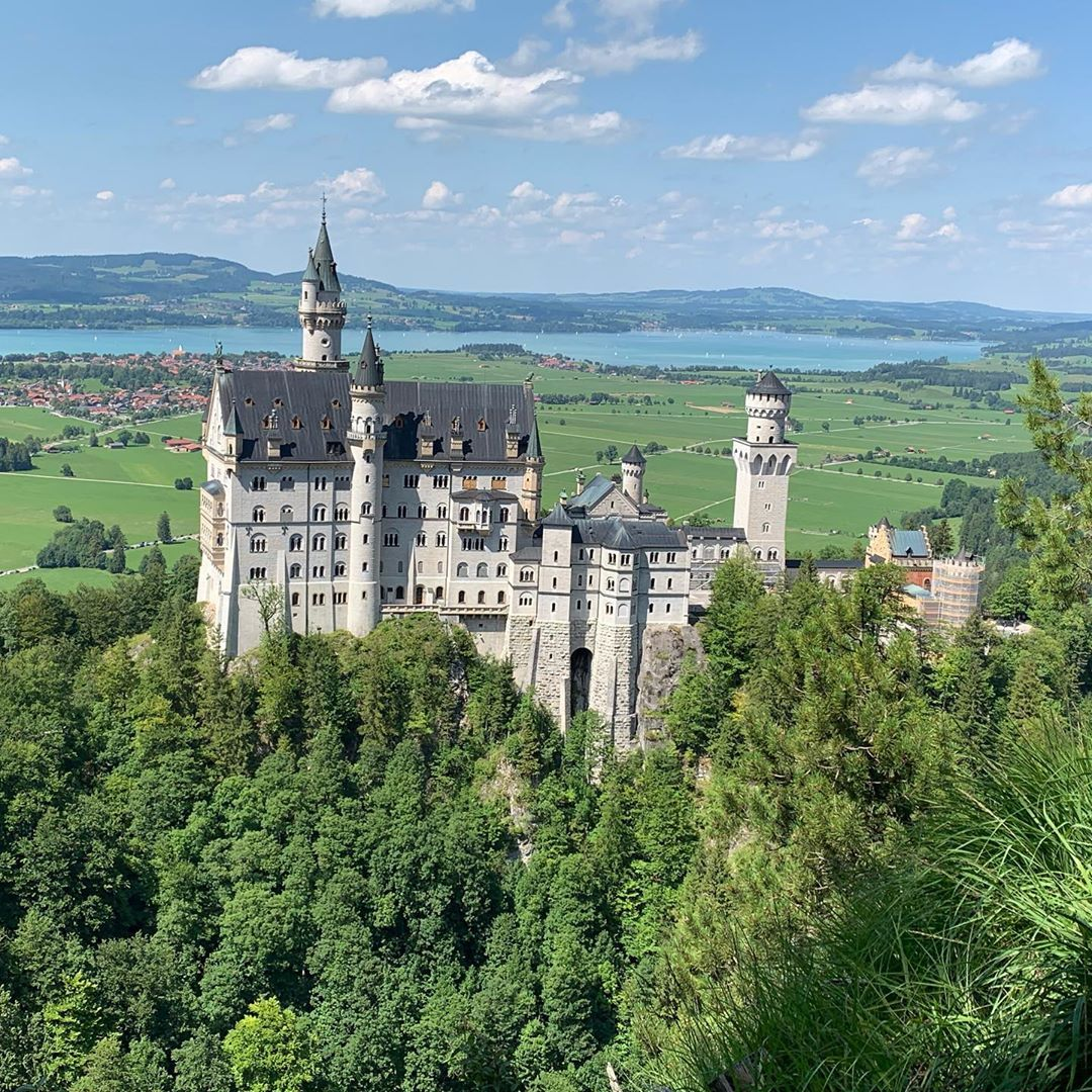 Bayern Schloss Neuschwanstein Bayern Schloss Castle Discover Special Places Have Great People At Your Side Places To Go Special Places Places