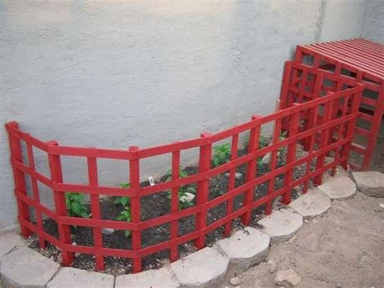 Cheap And Quick Diy Garden Fence To Keep Dogs Out