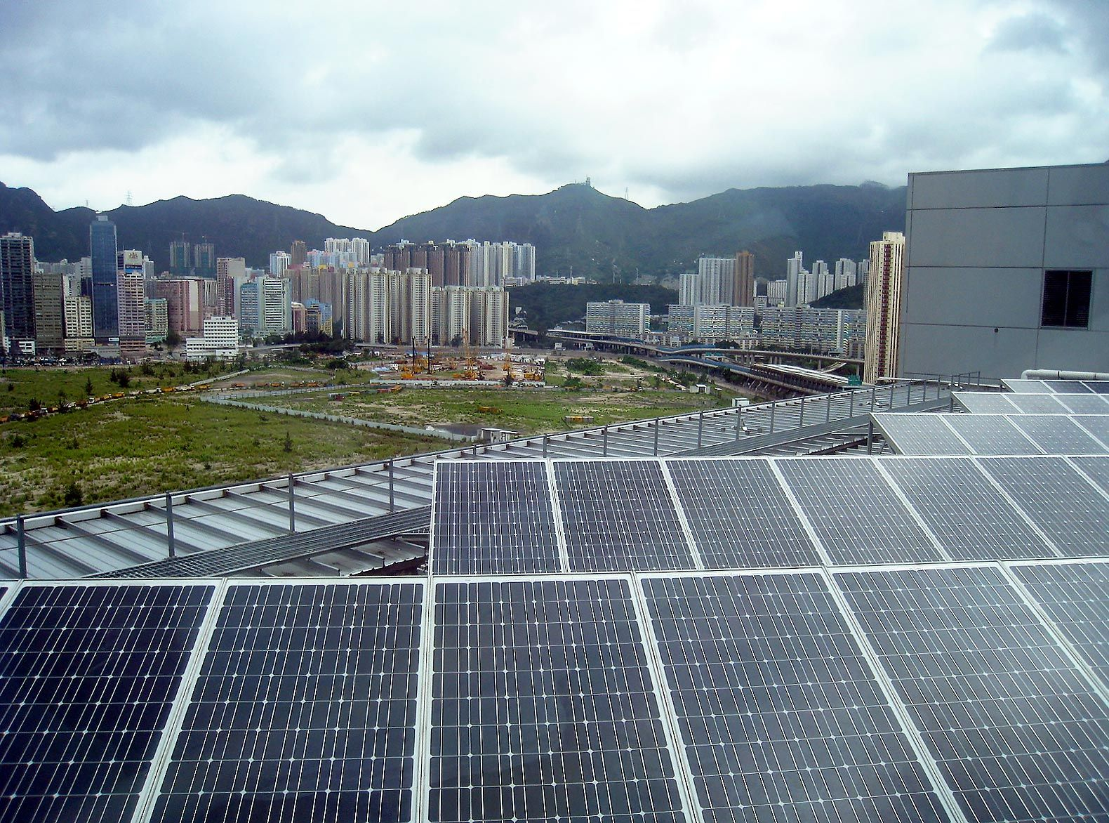 China Is Now The Largest Producer Of Solar Power In The World Solar City Solar Solar Pv