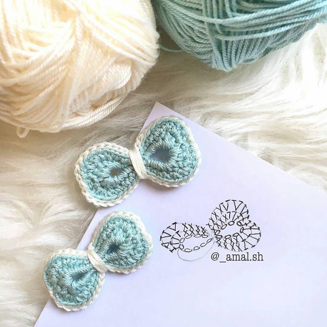 Lacinhos fofos com gráfico. From @_amal.sh 🔹🔸🔹🔸🔹 #crochet ...