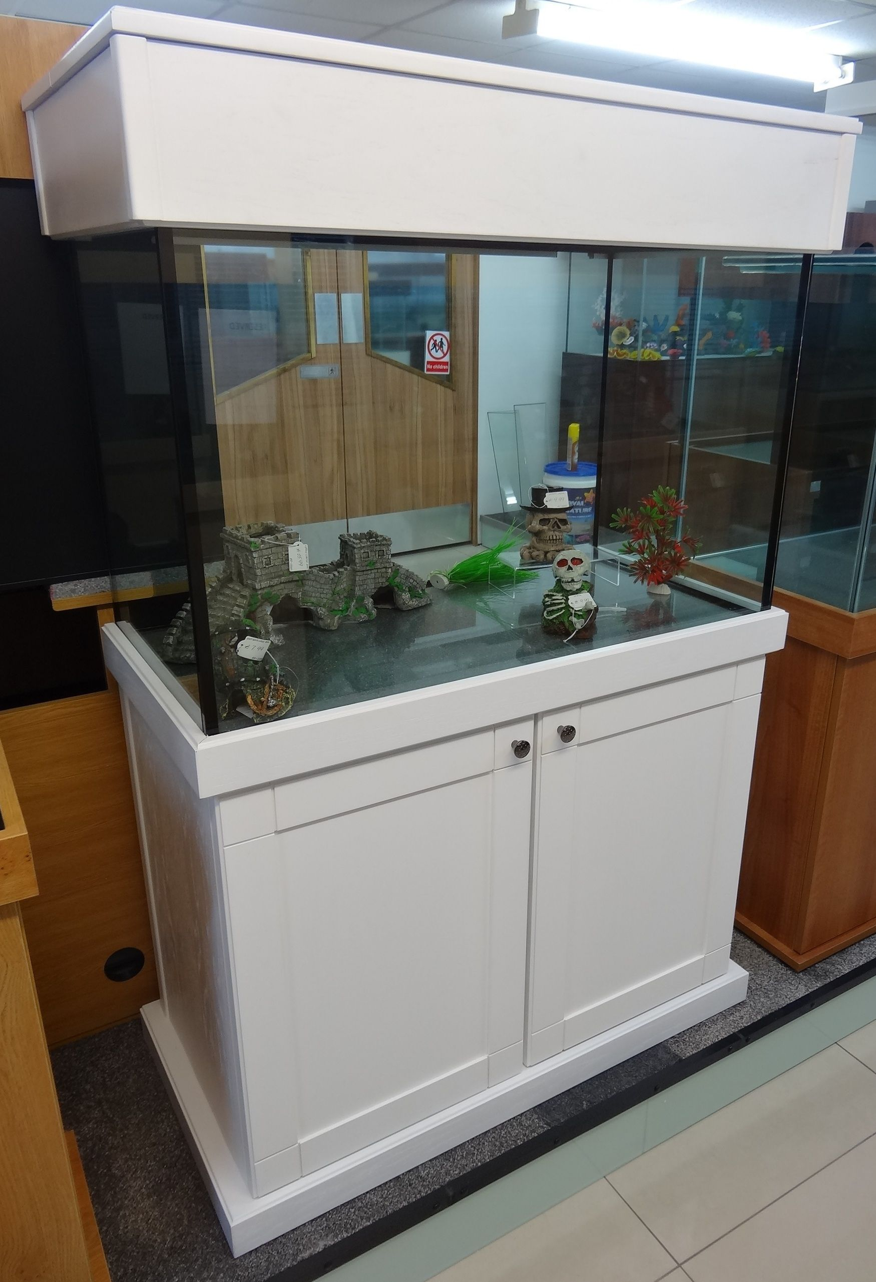 Tropical Aquarium 36x24x24 With Shaker Cabinet Design