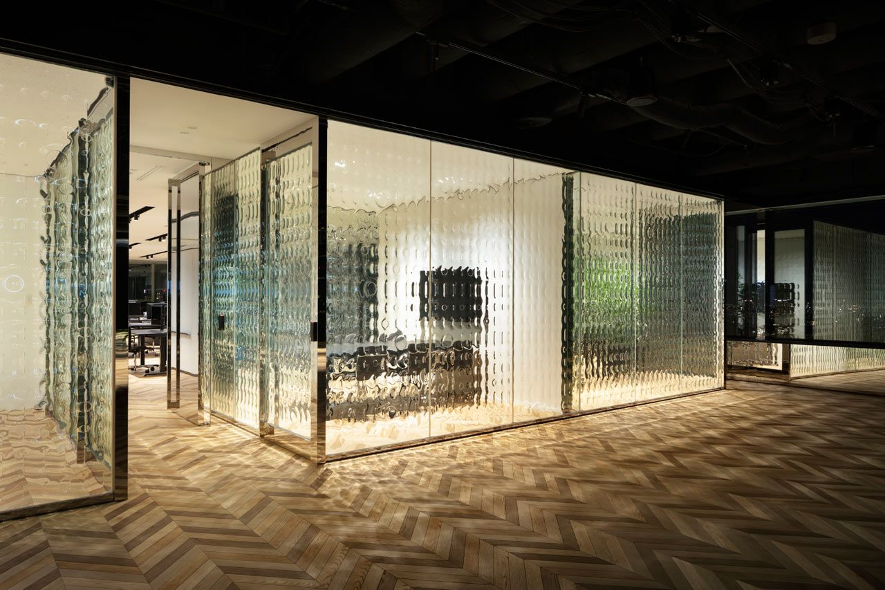 Nendo Infuses 1 S And 0 S Into Glass Partitions At An Office In Tokyo In 2020 Tokyo Design