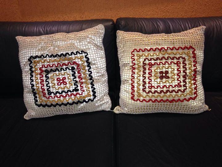 Almofadas de croché com linha de seda.(Kaká tricot e crochet)-Fortaleza