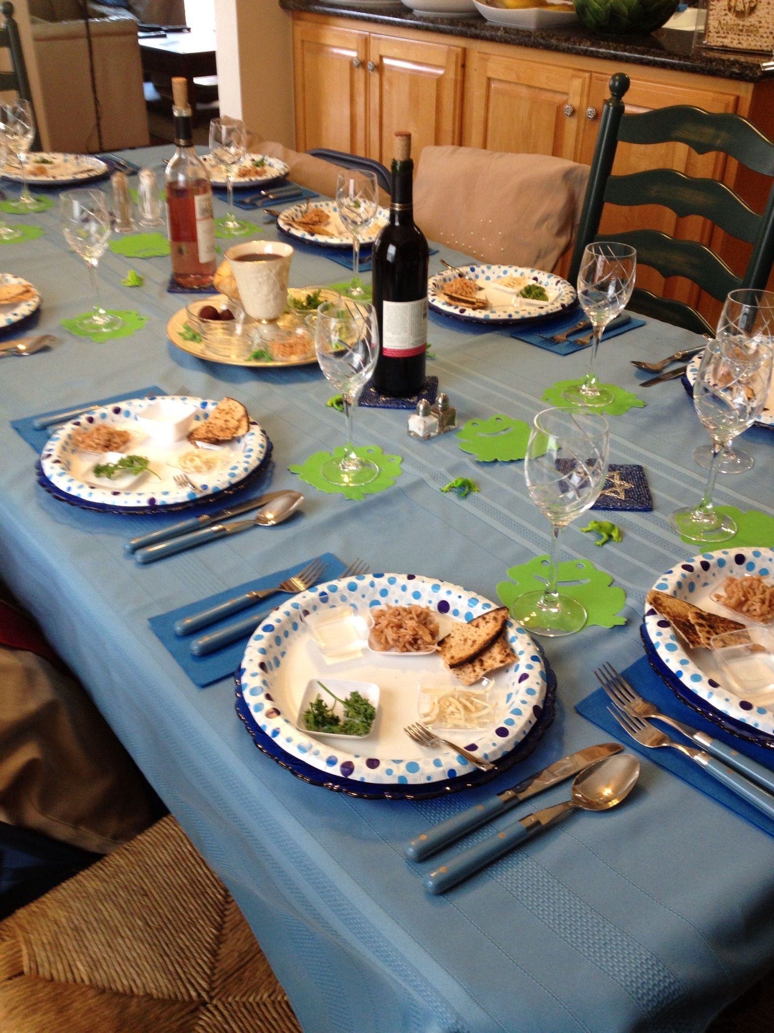 My Passover table -2013 Plague theme frogs | Passover ...