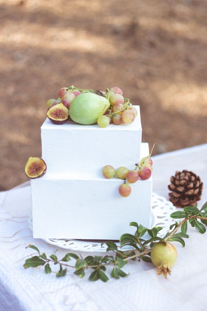 Wedding cake topped with fresh fruits | fabmood.com #weddingcake #vowrenewal
