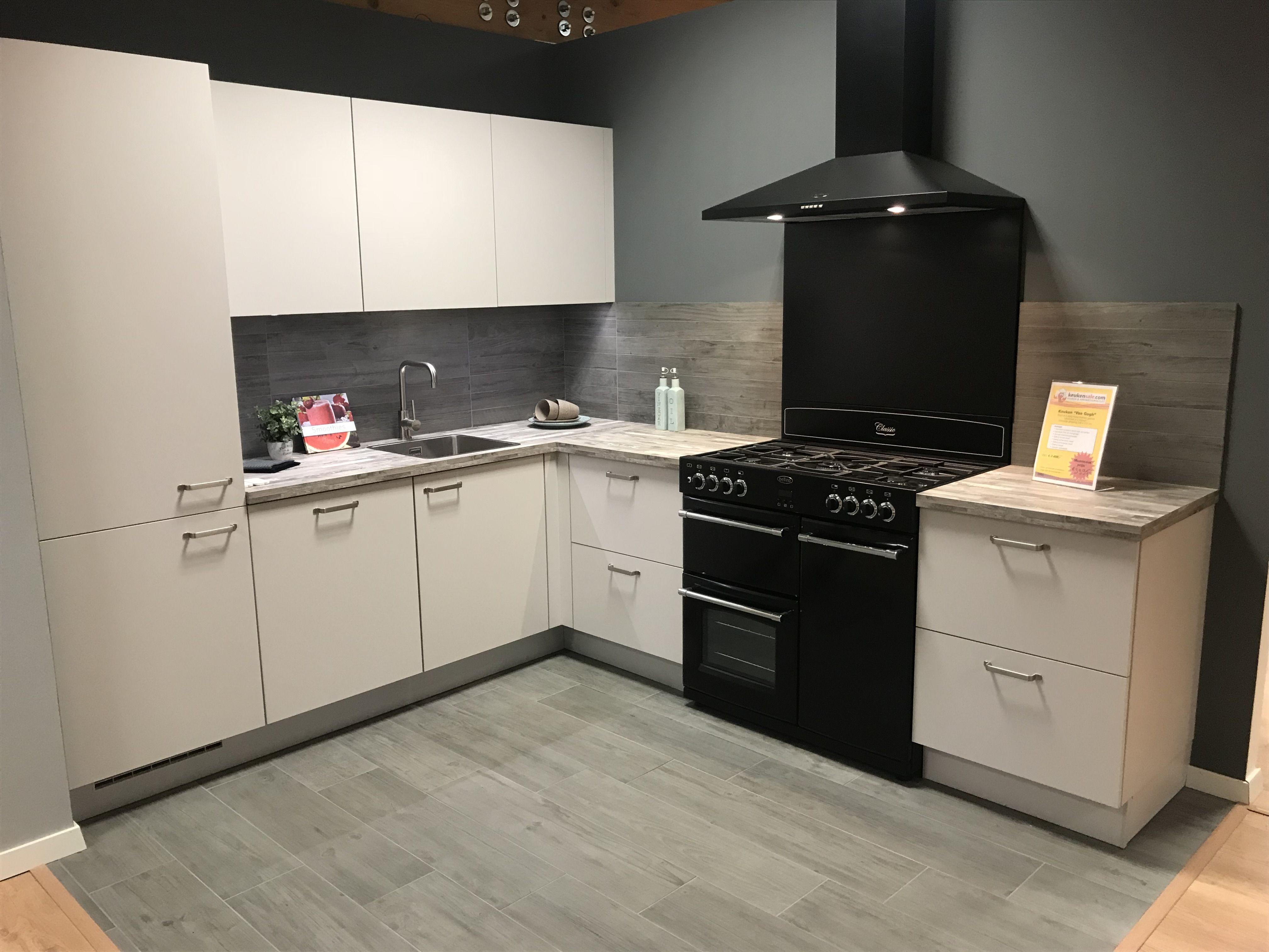 Zwart Keuken Fornuis : Goedkope hoekkeuken met losstaand zwart fornuis cm goedkope