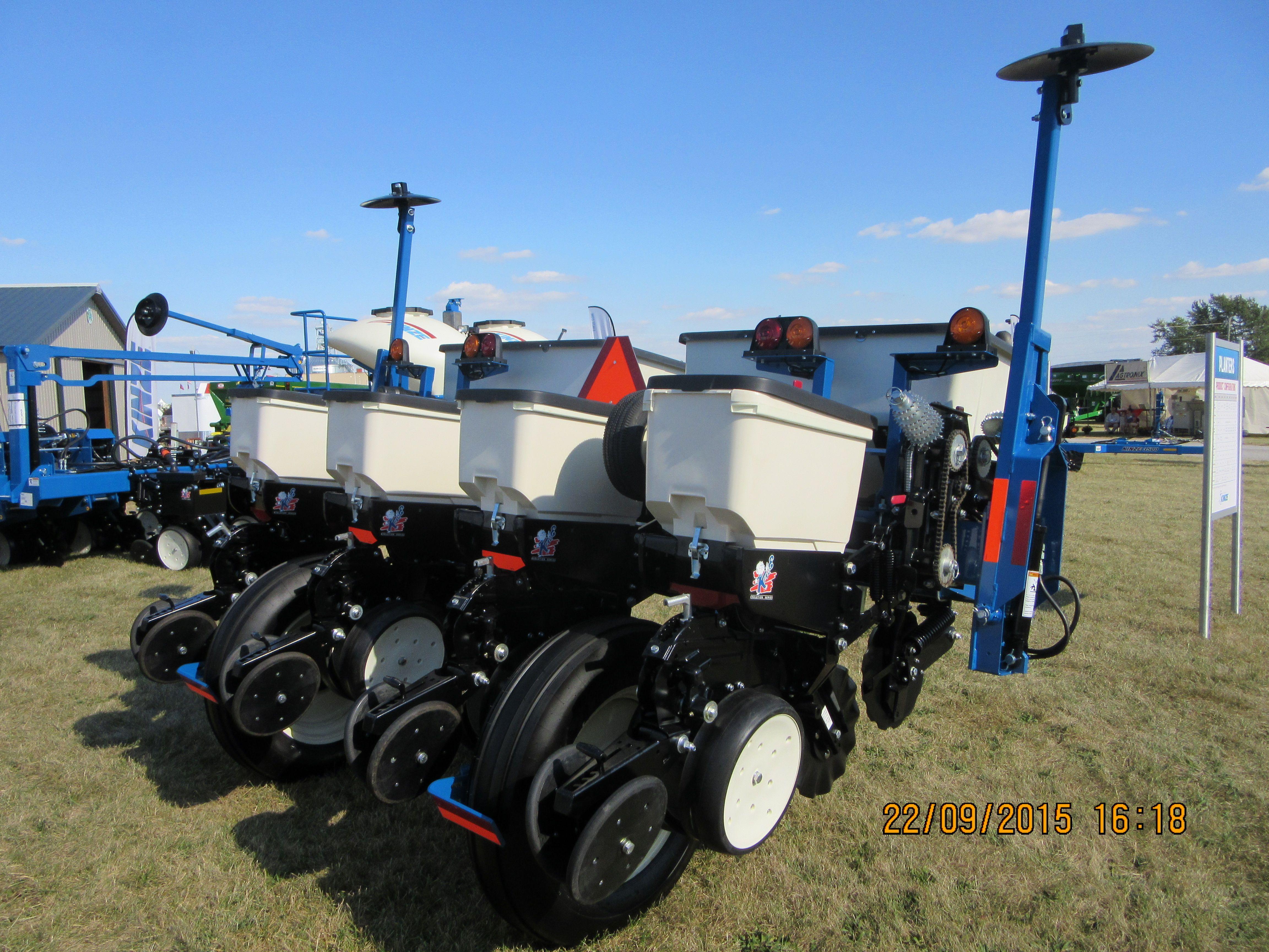 Rear Of 4 Row Kinze 3000 Corn Planter Kinze Farm Equipment