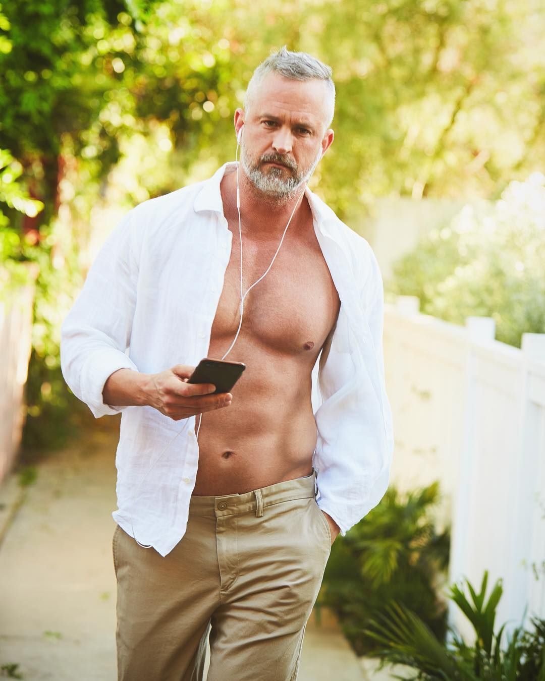 ClubSilver offers free gay dating for silverdaddies, mature men and their younger and older admirers